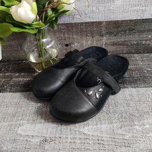 Vionic leather mule clogs